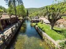 De rivier in de stad Stock Foto