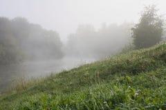 De rivier in een mist Royalty-vrije Stock Foto