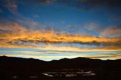 De rivier en de wolken royalty-vrije stock fotografie