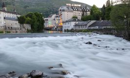 De rivier gaf DE Pau, Lourdes, Frankrijk royalty-vrije stock foto's