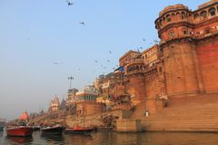 De rivier ghat Varanasi India van Ganges Stock Afbeeldingen
