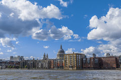 De Rivier Heilige Paul Cathedral England Unit van Theems van de waterkant van Londen Royalty-vrije Stock Fotografie