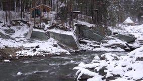 De rivier Katun, Altai, Rusland van de berg De winter toneel stock video