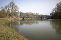 De rivier Maart in Lager Oostenrijk en een brug aan de pensionair aan Slowakije royalty-vrije stock fotografie