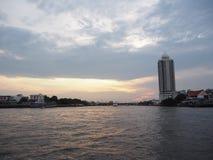De rivier is ontspant royalty-vrije stock afbeeldingen