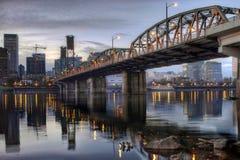 De Rivier Portland Oregon van Willamette van de Brug van Hawthorne stock foto