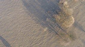 De rivier Rijn in volledige vloed door Duisburg tijdens de Overstroming van Januari 2018 Royalty-vrije Stock Foto's