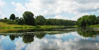 De rivier Ruza in het Gebied van Moskou Stock Afbeeldingen