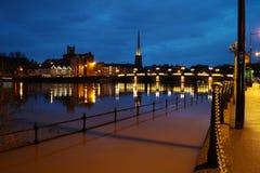 De rivier Severn barst zijn banken in Worcester stock foto