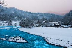 De rivier shirakawa-gaat binnen Japan Stock Afbeelding