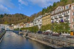 De rivier Tepla in Karlovy varieert, Tsjechische republiek Stock Foto's