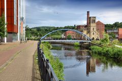 De rivier trekt, Sheffield aan stock fotografie