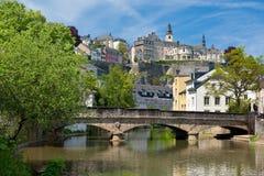 De rivier van Alzette in Grund, Luxemburg Royalty-vrije Stock Foto