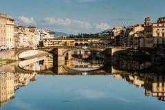 De rivier van Arno en vecchio Ponte Stock Fotografie