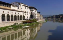 De Rivier van Arno in Florence Stock Foto's