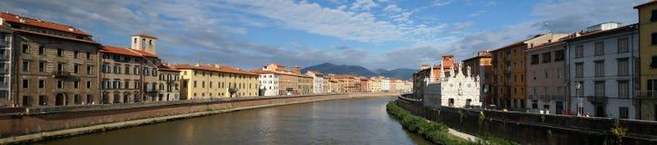 De rivier van Arno in Pisa royalty-vrije stock foto's