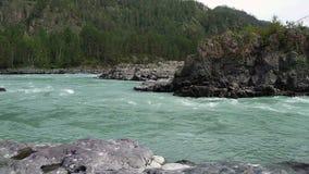 De rivier van bergkatun stock videobeelden