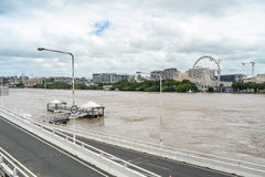 De rivier van Brisbane tijdens grote vloedgebeurtenis Stock Afbeeldingen