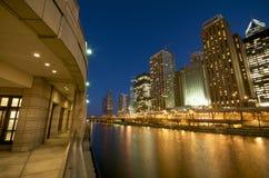 De Rivier van Chicago bij Nacht royalty-vrije stock foto