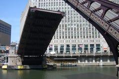 De Rivier van Chicago trekt brug Royalty-vrije Stock Foto