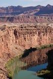 De Rivier van Colorado bij de Bodem van de Grote Canion stock fotografie