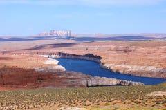 De Rivier van Colorado en rode rotsen. Royalty-vrije Stock Foto's