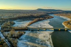 De Rivier van Connecticut in Holyoke wordt bevroren die stock fotografie