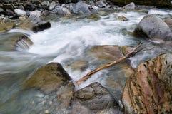 De rivier van de berg in de herfst royalty-vrije stock fotografie