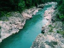 De rivier van de berg Het landschap van de berg Stock Foto's