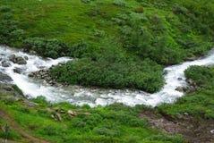 De rivier van de berg in Noorwegen Stock Afbeeldingen