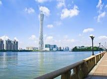 De rivier van de Guangzhouparel, de Toren van Kantontv royalty-vrije stock fotografie