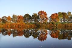 De rivier van de herfst Royalty-vrije Stock Afbeeldingen
