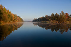 De rivier van de herfst Stock Fotografie
