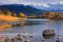 De Rivier van de herfst in Montana. Stock Foto