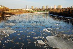 De rivier van de lente Stock Foto's