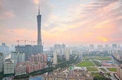 De Rivier van de Parel van Guangzhou en de Toren van TV van het Kanton stock afbeeldingen