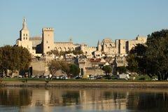 De rivier van de Rhône en het Paleis van de Paus, Avignon Stock Afbeelding