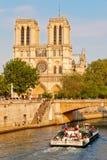 De rivier van de zegen dichtbij Notre Dame Stock Foto