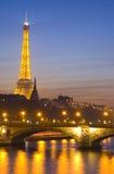 De rivier van de zegen en de Toren van Eiffel Stock Foto