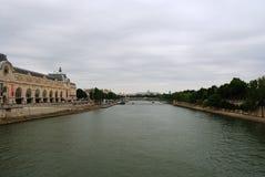 De rivier van de zegen en museum D'Orsay Royalty-vrije Stock Foto
