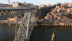 De rivier van Dom Luis Bridge en Douro-in Porto stock footage