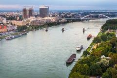 De rivier van Donau in Bratislava, Slowakije Stock Afbeeldingen