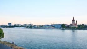 De rivier van Donau Kerk van St Francis van Assisi wenen oostenrijk Royalty-vrije Stock Afbeeldingen