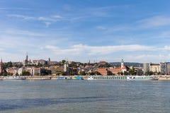 De rivier van Donau - panorama Donau in Boedapest Hongarije Mening van de Donau in de Dijk van Boedapest van de Rivier Boedapest  Stock Afbeelding