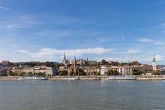 De rivier van Donau - panorama Donau in Boedapest Hongarije Mening van de Donau in de Dijk van Boedapest van de Rivier Boedapest  Stock Foto's