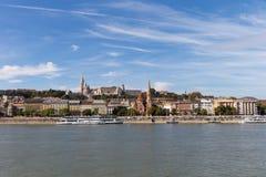 De rivier van Donau - panorama Donau in Boedapest Hongarije Mening van de Donau in de Dijk van Boedapest van de Rivier Boedapest  Stock Afbeeldingen