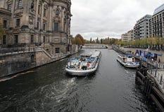 De rivier van Duitsland Berlijn Bij dag royalty-vrije stock foto