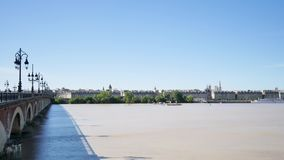 De rivier van Garonne in Bordeaux, soutwestern Frankrijk stock footage