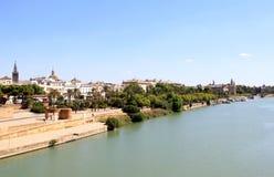 De Rivier van Guadalquivir door Sevilla, Spanje stock foto