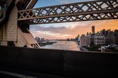De Rivier van het Oosten van New York en de mening van Manhattan Skyscrappers van Que Royalty-vrije Stock Afbeeldingen